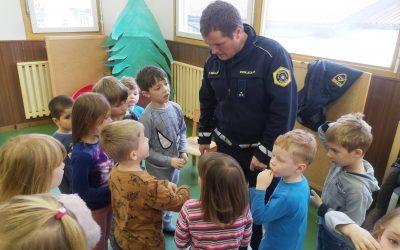 POLICIST V VRTCU